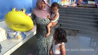 Balita lucu Renang Di Sore Hari, Kolam Renang Anak, Fun Kids Learn Swimming