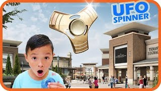 FIDGET SPINNER Hunting at Outlet Mall, UFO Spinner - TigerBox HD