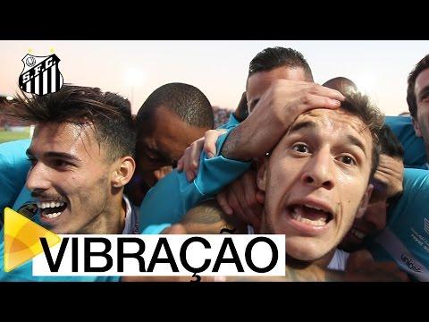 Elenco do Santos FC vibra com gol de Ronaldo Mendes