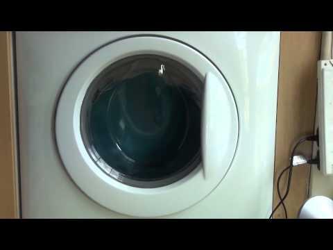 Zanussi Aquafall ZWHB7160 Washing Machine : Jeans cycle Final spin 900rpm (pt 3 of 3)