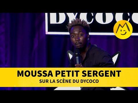 Moussa Petit Sergent sur la scène du Dycoco