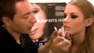 Макияж смоки айс (smoky eyes): видеоурок от Glamour(Макияж smoky eyes: техника выполнения и маленькие хитрости от официального визажиста марки Maybelline NY Юрия Столяро..., 2010-10-15T12:40:29.000Z)