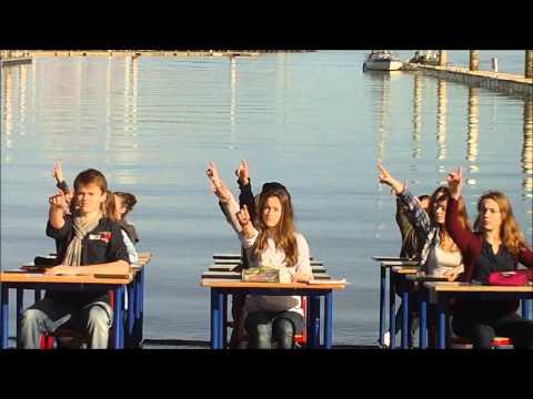 Une classe danse les pieds dans l'eau, une histoire de Ouf au lycée Millet