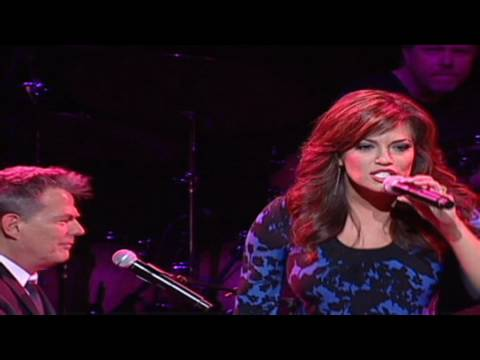 Download Youtube: HLN:  Robin sings with David Foster!
