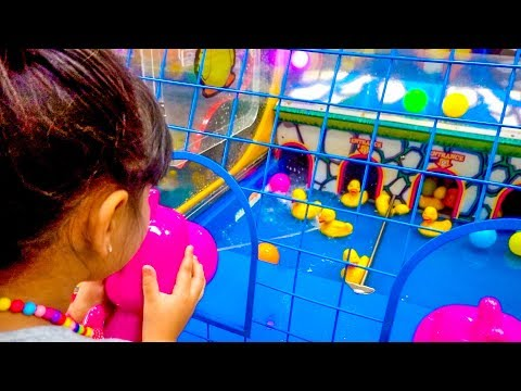 Kids Arcade Games, Splash The Duck Game, Plastic Ball Games At Chuck E Cheese  - ZMTW