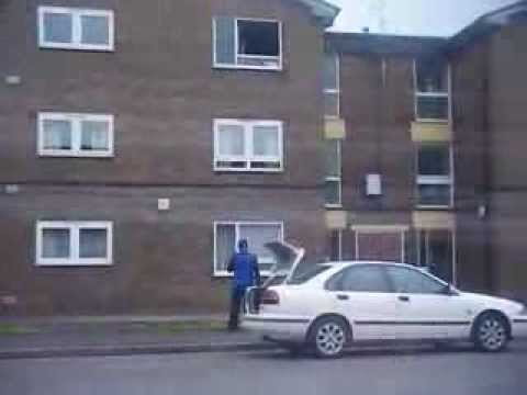 Extreme Pizza Delivery Guy Just Lobs Order Up To Third-Floor Window Because He's Awesome