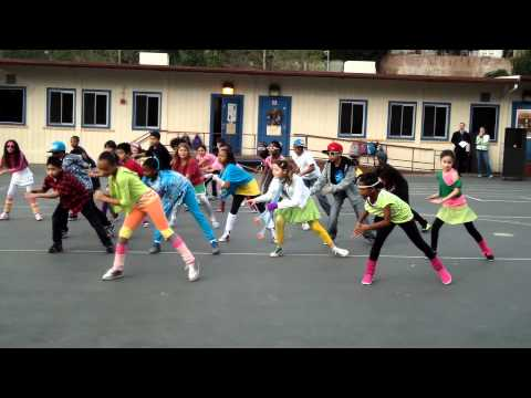 LMFAO Party Rock Anthem FlashMob - Castle Heights Elementary School 4th Grade!