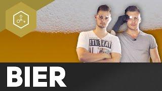 Warum schäumt Bier, wenn man eine Flasche draufschlägt?