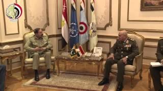 بالفيديو.. وزير الدفاع يستقبل رئيس هيئة الأركان المشتركة الباكستانية لبحث التعاون العسكري