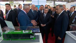 Лукашенко и Мирзиеев открыли в Ташкенте выставку белорусских производителей