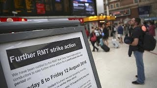 فيديو.. إضراب 5 أيام في السكك الحديد جنوب لندن يثير أزمة في البلاد