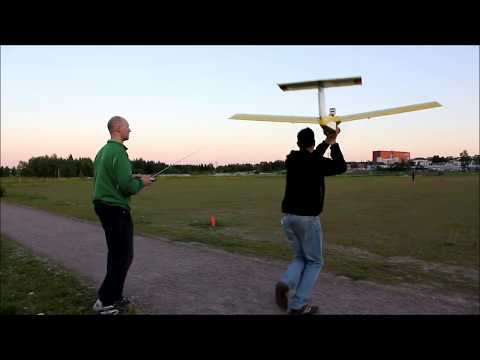 Flying and Catching a Huge RC-Plane