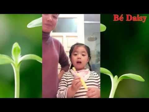 Video Hướng dẫn các bé tập đánh răng   Em tập chải răng