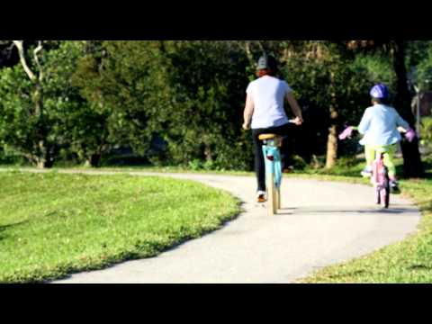 Video of Mom ditching dry cleaning for fun on a bike | Huffy