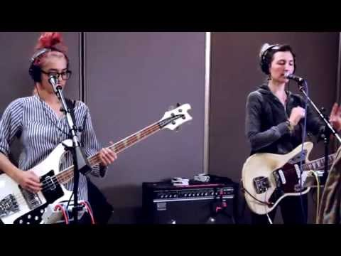 Warpaint perform Disco//Very (Live on Sound Opinions)