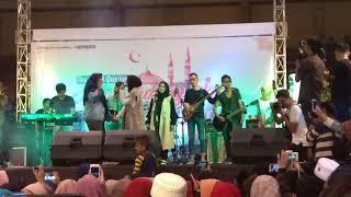 Rohman ya Rohman Nissa sabyan nyanyi bareng fans di GOR Bahurekso Kendal Jawa tengah