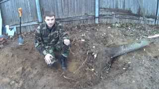 Корчевание пня(Видео о том, как выкорчевать пень на участке с помощью лопаты, топора, лома, лебёдки и пилы., 2014-11-09T21:57:16.000Z)
