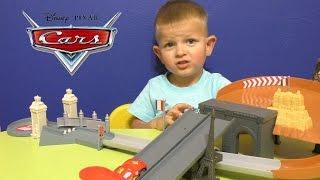 Тачки Молния Маквин. Трасса. Игрушки из мультика Тачки 2. Disney Cars Toys McQueen(Тачки Молния Маквин. Трасса. Игрушки из мультика Тачки 2. Disney Cars Toys McQueen. Привет, у нас сегодня крутая трасса..., 2015-09-10T03:57:20.000Z)