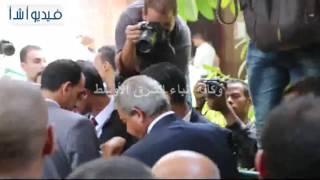 بالفيديو : خالد عبد العزيز وزير الشباب والرياضة بجنازة الكابتن طارق سليم
