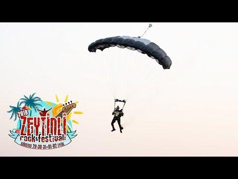 Hayko Cepkin Festivale Paraşütle İndi! İşte saniye saniye o görüntüler!