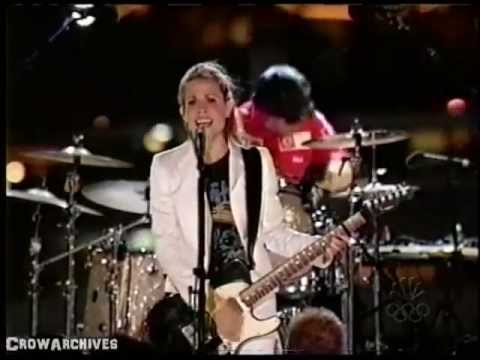 "Sheryl Crow - ""Light In Your Eyes"" (Macy's 4th July 2004)"