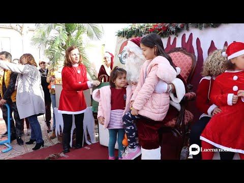 """VÍDEO: Más de 200 """"Papas Noel"""" recorren las calles de Lucena en la """"II Papanoelada Motera Solidaria"""""""