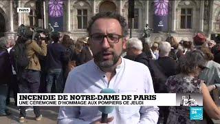 Incendie de Notre-Dame :  hommage aux pompiers sur le parvis de l'hôtel de ville à Paris