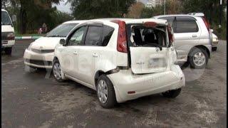 Хабаровчанин, поворачивая не с той полосы, повредил четыре машины.MestoproTV(, 2016-09-27T23:25:38.000Z)
