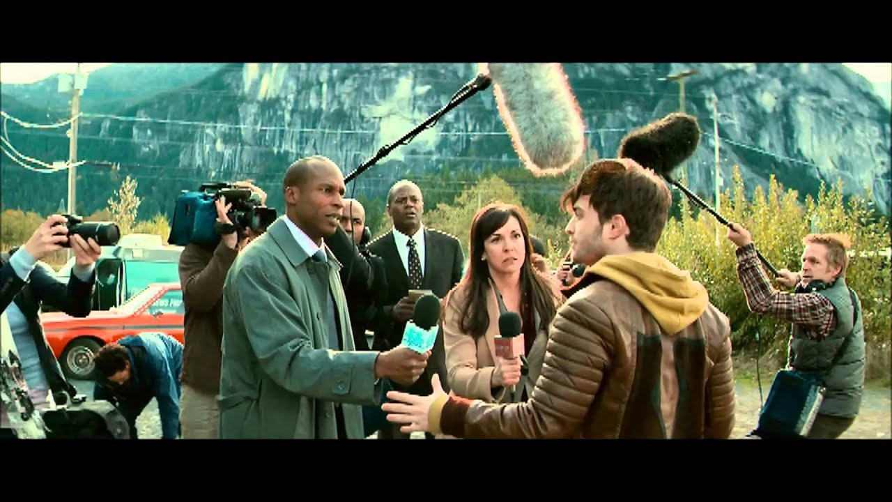 Horns 2013 Daniel Radcliffe The Scene With The Reporters