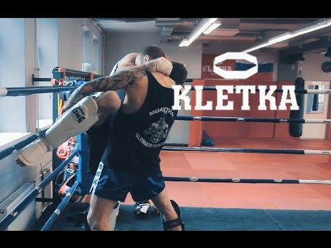 Тайский клинч — борьба в стойке в тайском боксе: скрутки, удары коленями и ногами