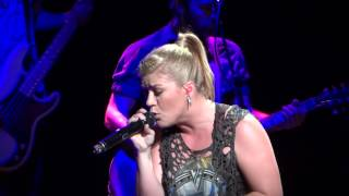 kelly-clarkson-covers-justin-timberlakes-cry-me-a-river-9-1-12