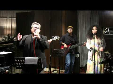 Indra Aziz Ft. Artidewi - End Of The Road @ Mostly Jazz 11/02/12 [HD]