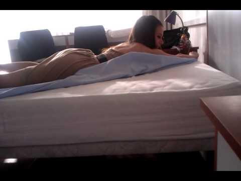 personas haciendo el amor de verdad en la cama