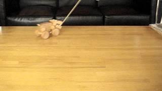 引っ張るとカタカタ鳴る音と動きが楽しい木のおもちゃ(カバ)です。高...