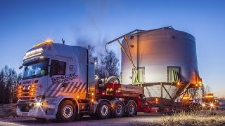 A Transport in the middle of the night. Height 8,50m and width 8,85m
