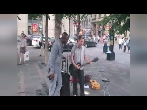 Watch Seal Join Street Musician For Impromptu Performance of 'Stand By Me'