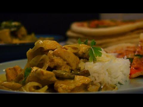 délicieux-poulet-au-curry-avec-riz-et-naan-!-repas-indien