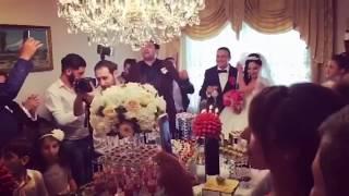 Друзья поздравляют жениха и невесту / Армянская свадьба в Ереване 2018