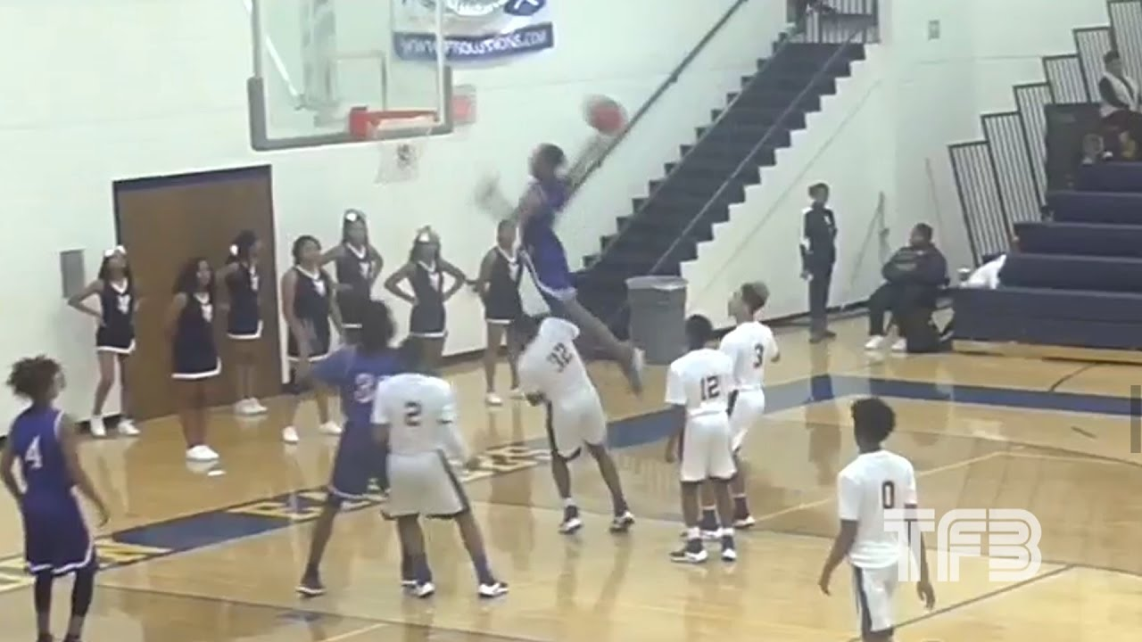 insane-dunk-high-school-kid-jumps-over-6-7-defender-in-game