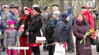 """Агресивні пенсіонери та """"подарований"""" автобус: в Одесі зірвали проросійський мітинг"""