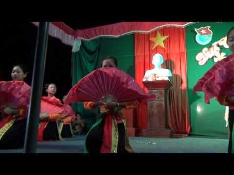 múa chèo điệu luyên năm cung.