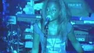 Tricky - Lyrics Of Fury (Rakim Cover) (Live NY 091699)4of15