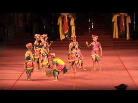 """Dolanan """"Mebarong-Barongan"""", Anak-anak Gianyar (Bali Arts festival 2015)"""