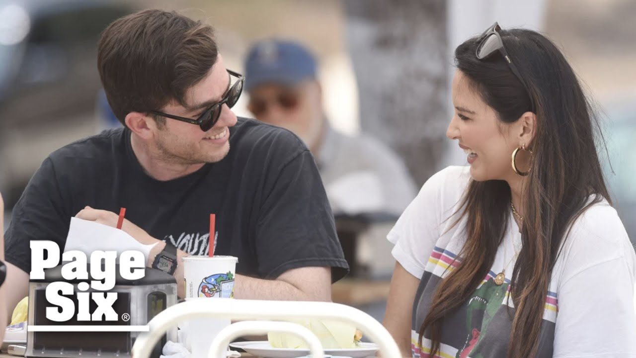 John Mulaney announces Olivia Munn pregnancy