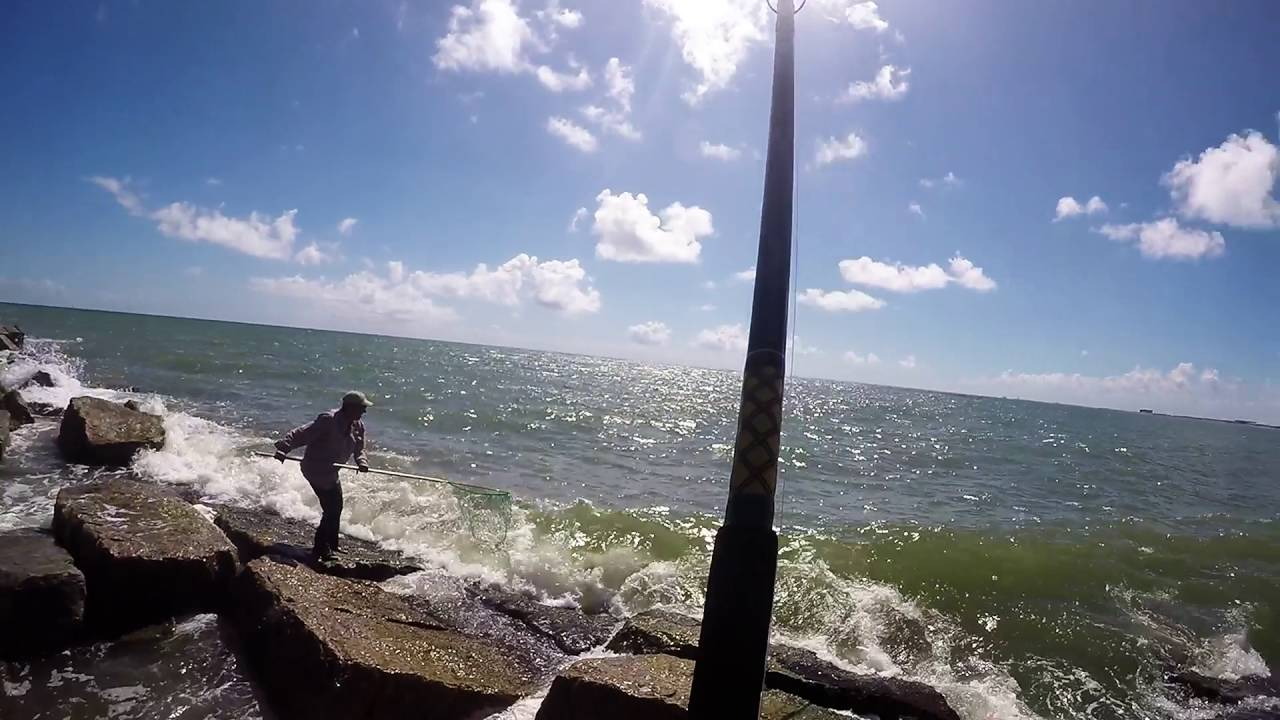 Port aransas jetty fishing bull red youtube for Fishing report port aransas