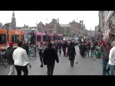 Reclametrams op het Damrak in Amsterdam 2015