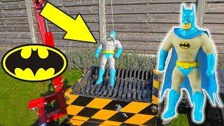 Batman versus SHREDDING MACHINE ! Stretch Armstrong Lookalike !