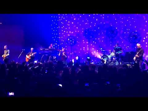 Heaven is a Place on Earth (live in Glasgow) - Belinda Carlisle