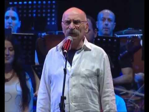 Tuncel Kurtiz - Geçit Yok (Grup Yorum'un 25. Yıl İnönü Stadı 55 Bin kişilik Konserinden... )