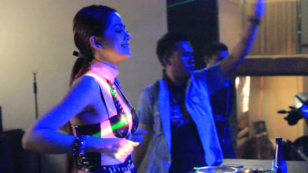 Dj yasmin terrace cafe jogja youtube for Terrace karaoke jogja